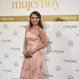 Paula Echevarría con un vestido rosa cuarzo de Dolores Promesas