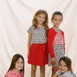 Conjuntos en gris y rojo estampados con mariquitas de Nice Things Mini