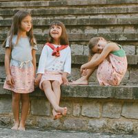 Conjuntos con estampados de mapas urbanos en faldas rosa claro de Nice Things Mini