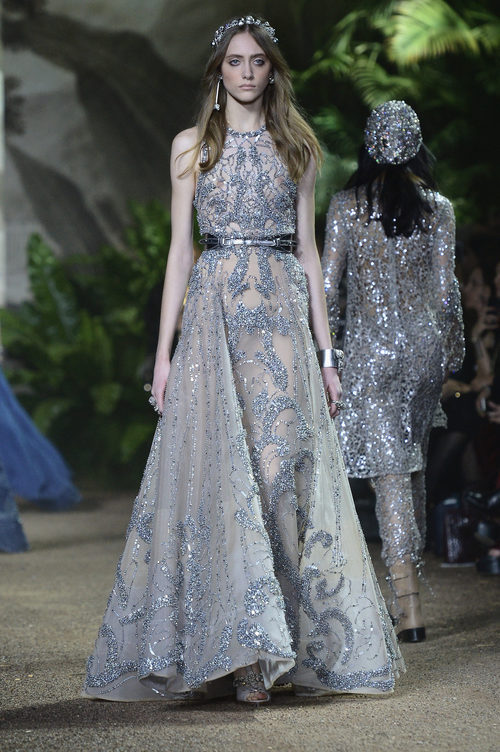 Vestido de corte princesa de encaje Chantilly de Elie Saab