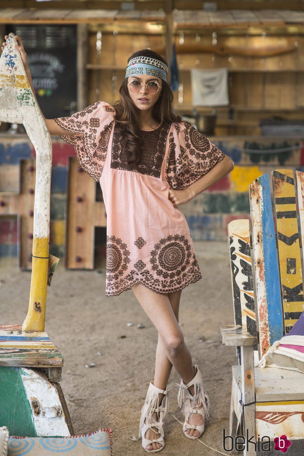 Lucía Rivera Romero con un vestido rosa cuarzo primavera/verano 2016 de Highly Preppy