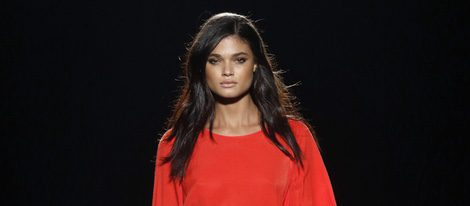 Vestido rojo de la colección otoño/invierno 2016/2017 de Sita Murt en 080 Barcelona Fashion