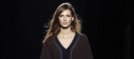 Vestido marrón de la colección otoño/invierno 2016/2017 de Sita Murt en 080 Barcelona Fashion