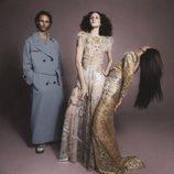 Maxi abrigo  y vestidos largos en dorado y blanco de Marc Jacobs