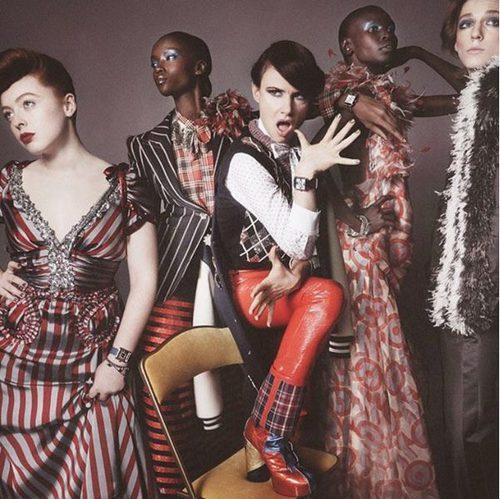 Conjunto estampados, plumas, leggins y abrigos de Marc Jacobs
