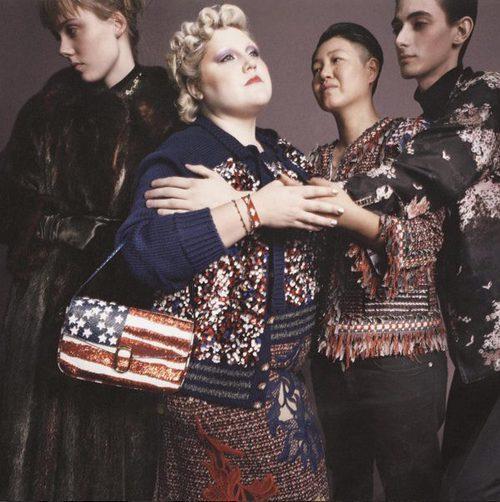Conjuntos con flecos y bolso con la bandera de Estados Unidos de Marc Jacobs