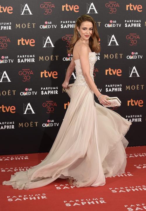 Silvia Abascal con vestido de Elie Saab en la alfombra roja de los Premios Goya 2016