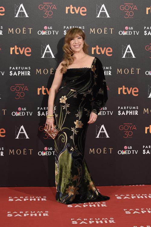 Nathalie Seseña con vestido de Chordá Couture en la alfombra roja de los Premios Goya 2016