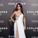 Penélope Cruz con vestido de Versace en la premier de 'Zoolander nº2'