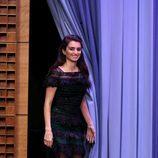 Penélope Cruz con vestido de Carolina Herrera en el programa de Jimmy Fallon para la premier de 'Zoolander 2'
