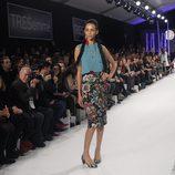 Conjunto de estampado floral y azul turquesa en el desfile de David Christian en la Madrid Fashion Show 2016