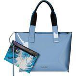 Bolso azul claro con monedero artístico de Calvin Klein para primavera/verano 2016