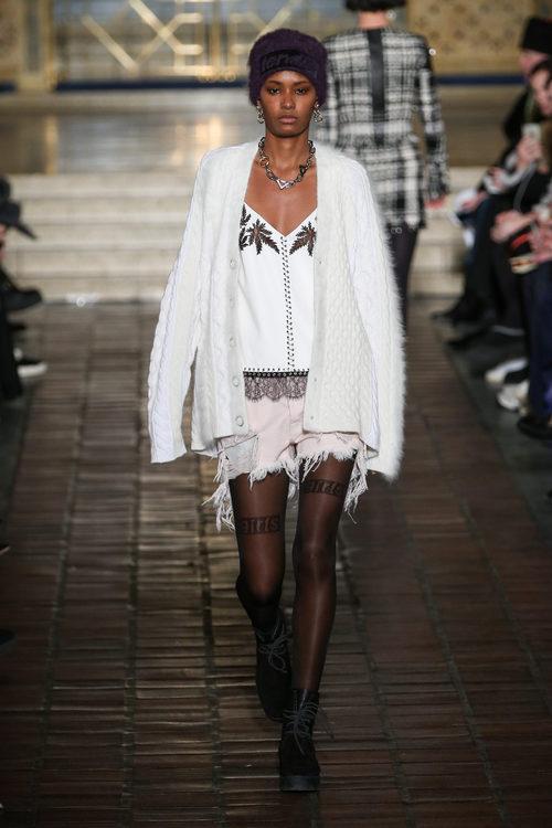 Blusa estampada y chaqueta de lana de Alexander Wang en la New York Fashion Week para otoño/invierno 2016/2017