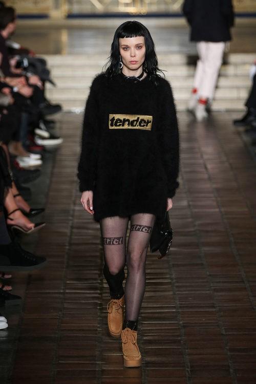 Jersey de lana con mensaje de Alexander Wang en la New York Fashion Week para otoño/invierno 2016/2017