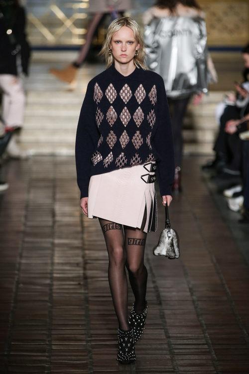 Jersey con rombos y falda asimétrica de Alexander Wang en la New York Fashion Week para otoño/invierno 2016/2017