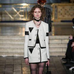 Traje blanco de falda de Alexander Wang en la New York Fashion Week para otoño/invierno 2016/2017