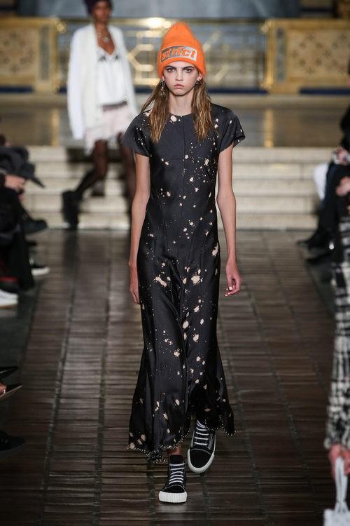 Vestido largo estampado de Alexander Wang en la New York Fashion Week para otoño/invierno 2016/2017