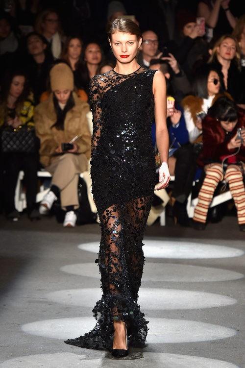 Vestido con transparencias y brillantes de Christian Siriano en la Fashion Week de Nueva York para otoño/invierno 2016/2017