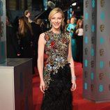 Cate Blanchett con un Alexander McQueen en la alfombra roja de los BAFTA 2016