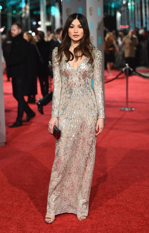 Gemma Chan con un vestido de Jenny Packham en la alfombra roja de los BAFTA 2016