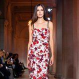 Vestido floral de Carolina Herrera en FW de Nueva York para otoño/invierno 2016/2017