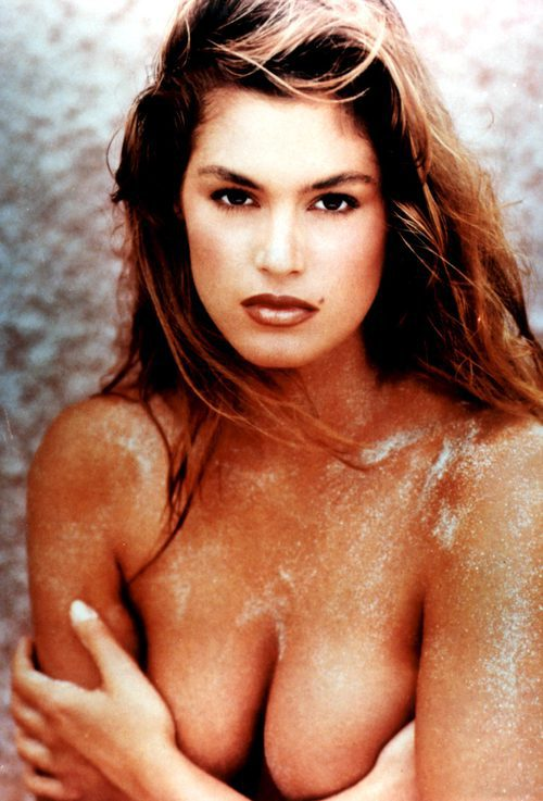 Cindy Crawford posa desnuda en una sesión exclusiva en Hollywood