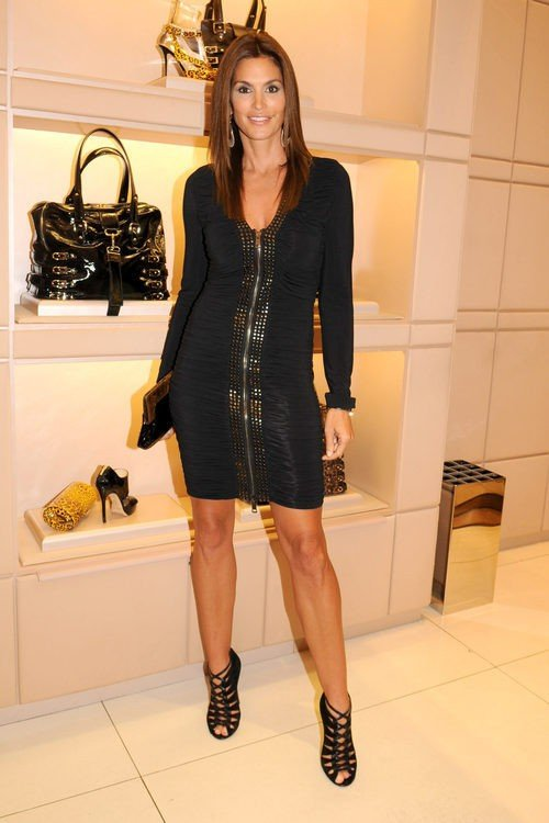 Cindy Crawford durante la Fashion's Night Out en 2009