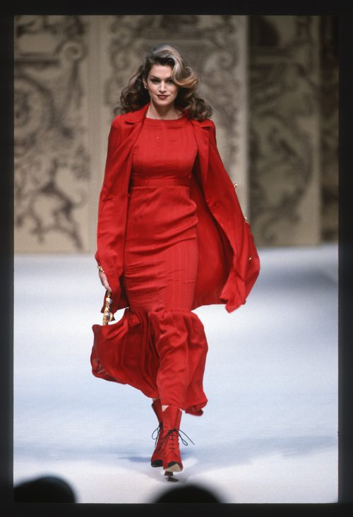 Cindy Crawford en el desfile de Chanel en la Paris Fashion Week Primavera/Verano 1993-1994
