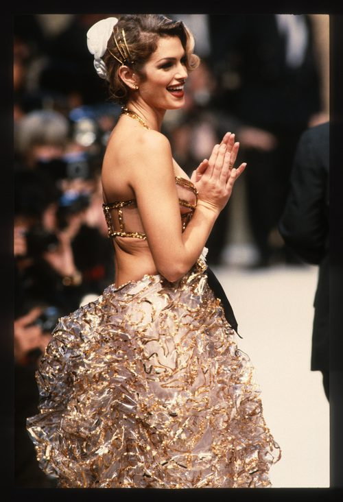 Cindy Crawford en el desfile de Chanel en la Paris Fashion Week en 1993