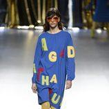 Vestido camisero con letras de Ágatha Ruiz de la Prada en la FW de Madrid para otoño/invierno 2016/2017