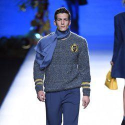 Jersey y pantalones de raso de Francis Montesinos en la FW de Madrid otoño/invierno 2016/2017