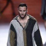 Jersey de ochos y pantalón de terciopelo de Francis Montesinos en la FW de Madrid para otoño/invierno 2016/2017