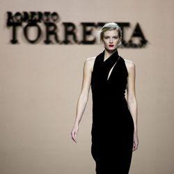 Look total black de Roberto Torretta en la FW de Madrid para otoño/invierno 2016/2017