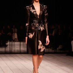Desfile de Alexander McQueen en la Fashion Week de Londres para otoño/invierno 2016/2017