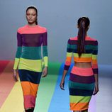 Conjuntos con los colores del arcoíris de María Escoté en la FW de Madrid para otoño/invierno 2016/2017