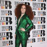 Jess Glynne en la alfombra roja de los Premios Brit 2016