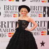 Kylie Minogue en la alfombra roja de los Premios Brit 2016
