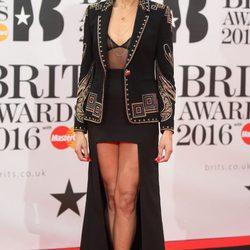 Looks alfombra roja de los Premios Brit 2016