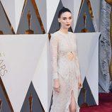 Rooney Mara con un vestido de Givenchy en la alfombra roja en los Premios Oscar 2016