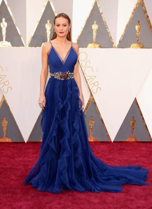 Brie Larson con un vestido de Gucci en la alfombra roja en los Premios Oscar 2016