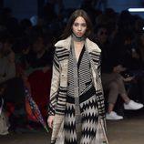 Conjunto lana en negro, gris y ocre de Missoni en la FW de Milán para otoño/invierno 2016/2017