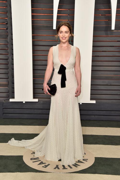 Emilia Clark con vestido largo de Miu Miu