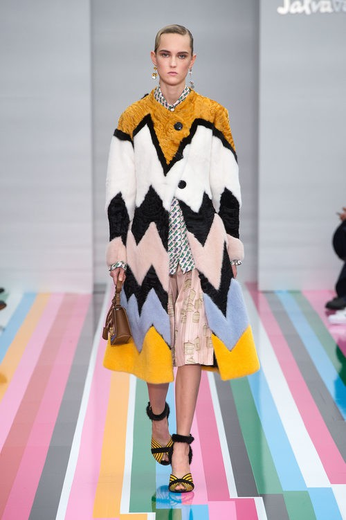 Abrigo multicolor de la colección de mujer otoño/invierno 2016 de Salvatore Ferragamo