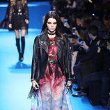 Vestido largo con estampado Tie Dye de Elie Saab en el desfile Paris Fashion Week otoño/invierno 2016/2017