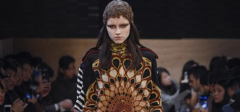 Vestido con estampado geométrico de Givenchy en Paris Fashion Week otoño/invierno 2016/2017