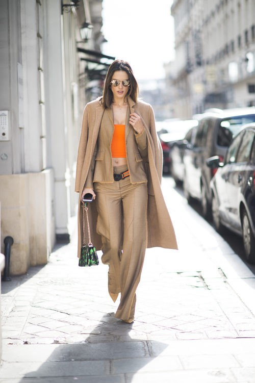 Street Style de Alessandra Ambrosio por Paris durante la Semana de la Moda