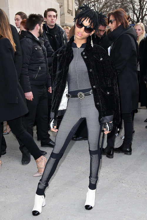 Willow Smith en la entrada del desfile de Chanel durante la Semana de la moda de Paris 2016