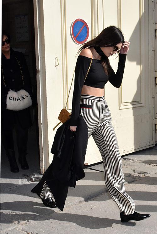 Kendall Jenner a la salida del desfile de Chanel durante la Semana de la moda de Paris 2016