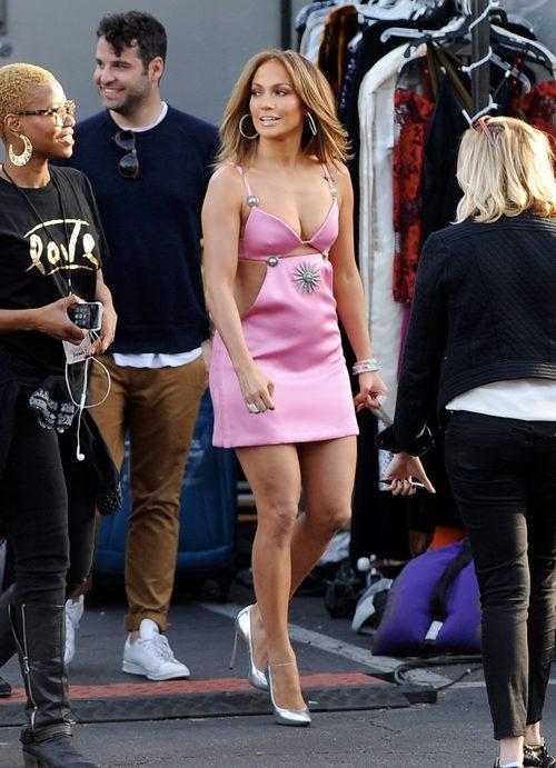 Jennifer Lopez con un vestido lencero de Fausto Puglisi en Los Angeles