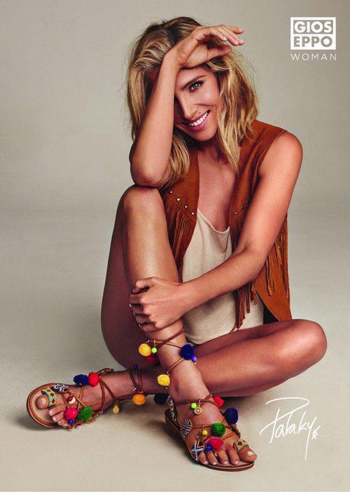 Elsa Pataky con unas sandalias étnicas de la colección primavera/verano 2016 de Gioseppo
